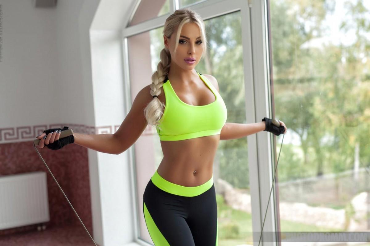 Super-fucking-hot Exercise Blond..