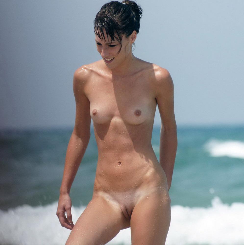 FKK Teenagers und junge Nudisten nackt..