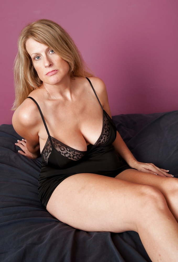 Magnificent Huge-titted Mature Cougar..