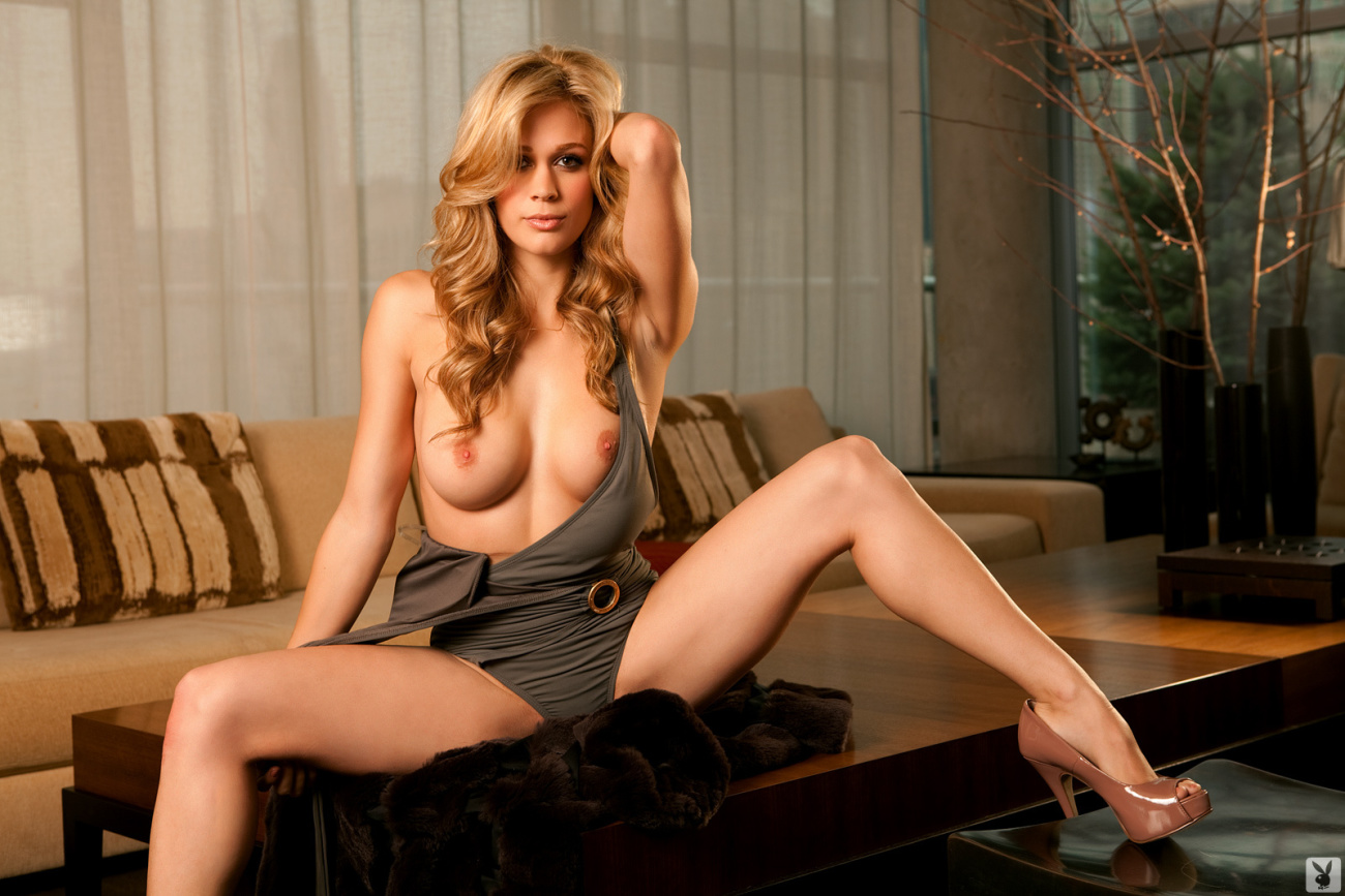 PLAYBOY PLUS CYBERGIRL OF THE MONTH -..
