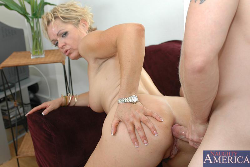 Madurita Kelly Leigh en un anal..