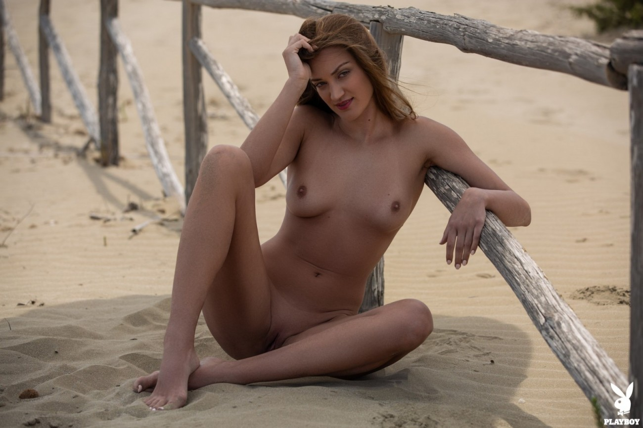 Nicole Fox gets steamy and nude on the..