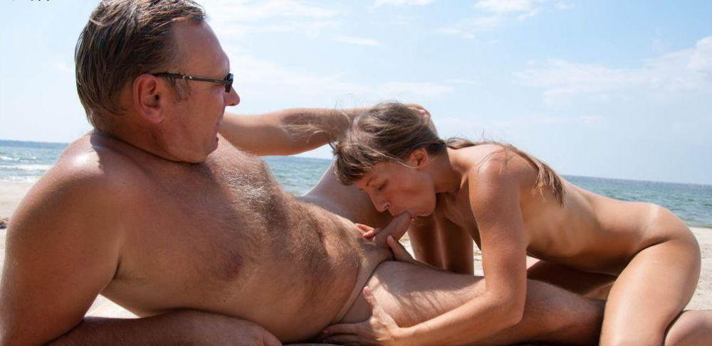 Dissolute mature ex-wife flash off her..