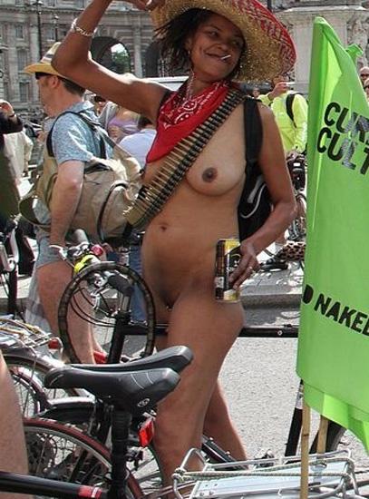 Pretty dark-hued mature fully nude at..