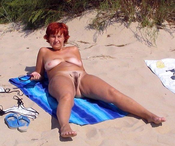 Handsome bare women, hidden camera on..