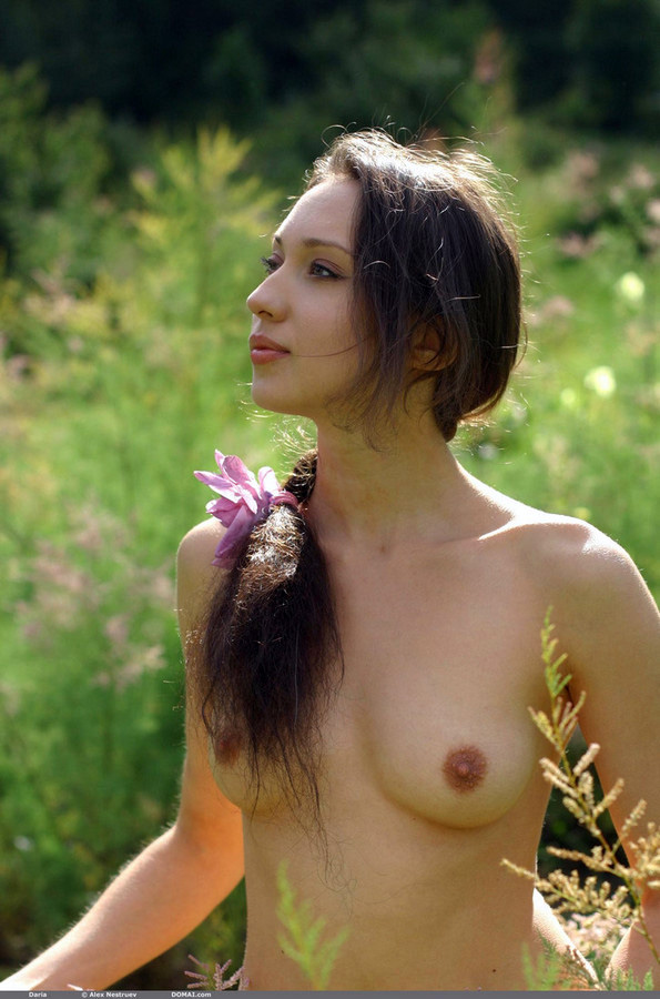 Ultra-cute Moscow dame Daria naked in..